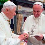 Papa Francisco visita Bento XVI para saudá-lo pela Páscoa