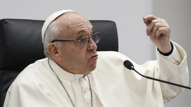 As respostas do Papa: a prostituição não é amor, mas torturar uma mulher