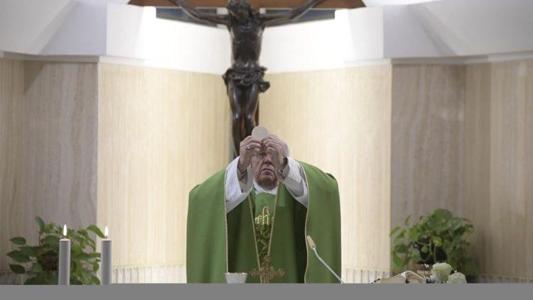 Papa: reconhecer-se pecador e rezar, os dois passos para conhecer Jesus