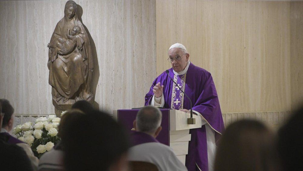 Papa: não coloquemos Deus num canto. Se ele fizesse isso conosco, adeus Paraíso