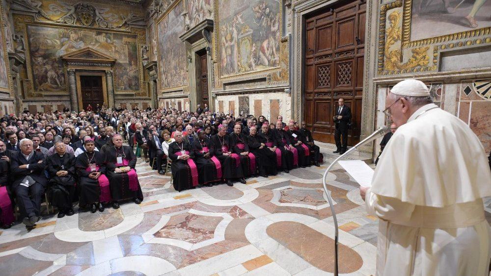 O Papa: os idosos são indispensáveis na educação das crianças e dos jovens na fé
