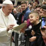 As ofensas contra o Papa atestam ódio e polarização. Diálogo e fé seguem outro caminho, o de Francisco