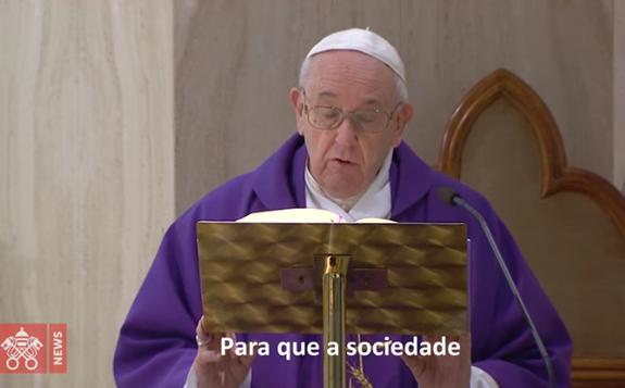 O Papa reza pelos sem-teto: sejam ajudados pela sociedade, a Igreja os acolha