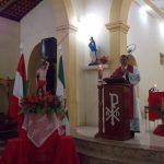 Pela internet, padre de Matinha transmite missa com fotos de famílias nos assentos da igreja