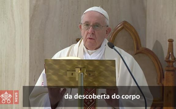 O Papa reza pelos desempregados. O Espírito faz a compreensão da fé crescer