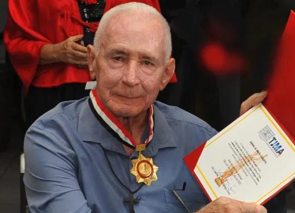 """Tribunal de Justiça do Maranhão concede medalha """"Antônio Velozzo"""" para Bispo emérito de Viana, Dom Xavier Gilles"""